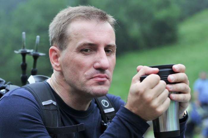 Zdjęcie ks. Krzysztofa Grzywocza w górach. Fot. Krzysztof Kalinowski